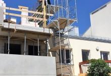 rusztowanie na budynku mieszkalnym